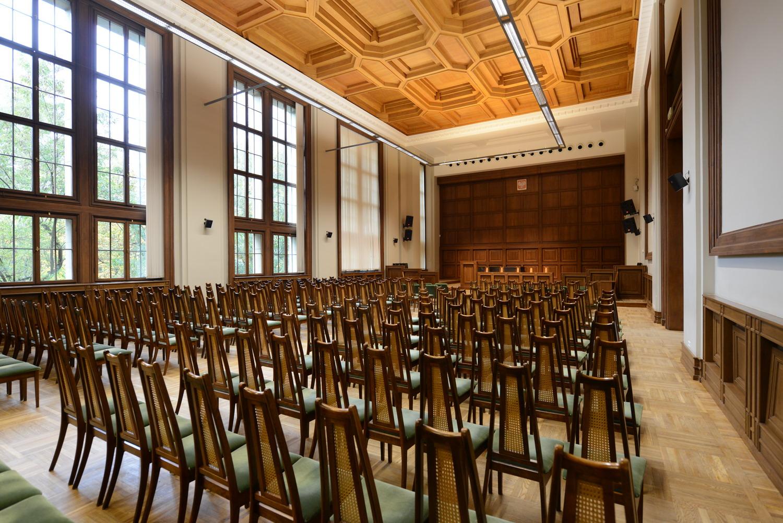widok na wnętrze auli Politechniki Gdańskiej